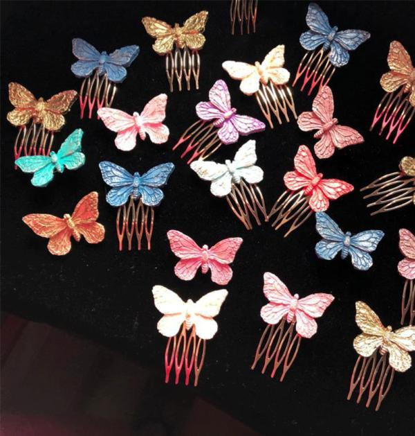 Broches y peinecillos mariposa niña