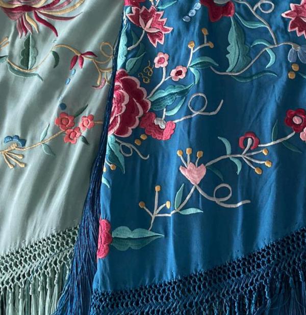Mantón bordado señora