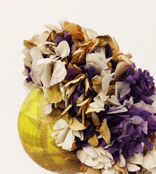 Corona de flores preservadas morado