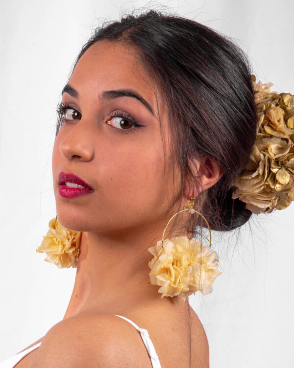 Corona de flores preservadas dorado y crudo